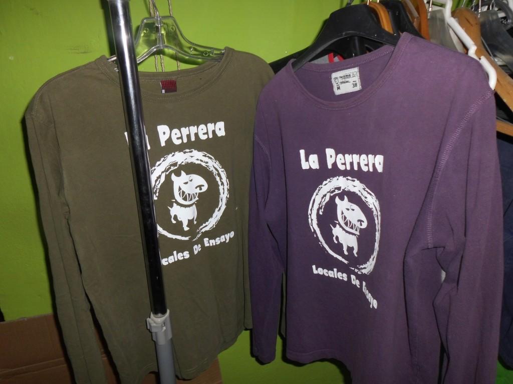 Camisetas en colores oscuros