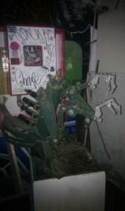 Escultura insectoide en metal, CSA Tabacalera