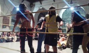 Banshee es expulsada del ring tras el combate Byron vs LukasScott